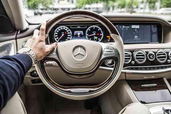 Pierwszy samochód – jaki wybrać? Koszty na start